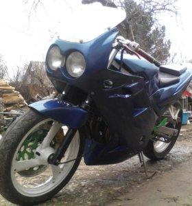 Yamaha FZR250R