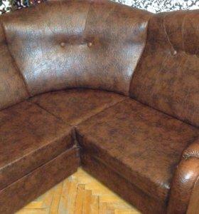 Продаю угловой кожаный   диван