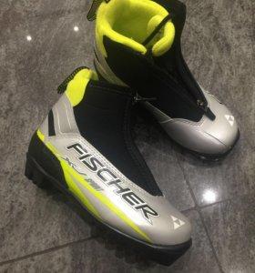 Новые лыжные ботинки 32