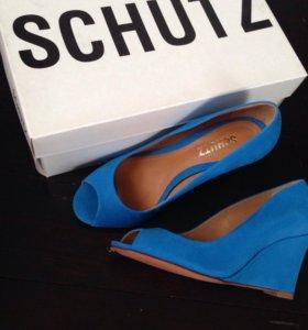 Туфли босоножки новые shutz