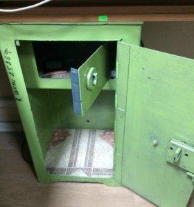 Сейфы и шкаф для бумаг