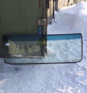 Лобовое стекло на Вольво VNL