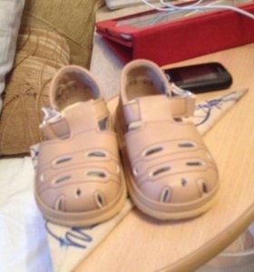 Продам детский сандали