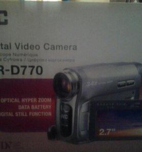 видеокамера JVC GR-D770