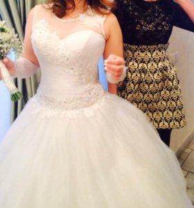 Свадебное платье с перчатками