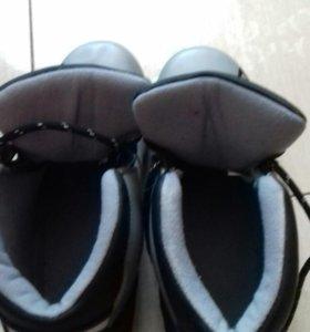 Ботинки  лыжные .