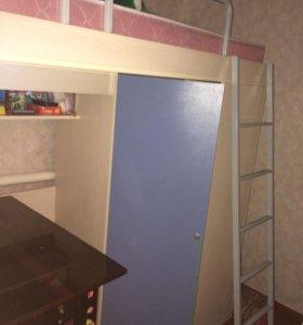 Кровать чердак с встроеным шкафом (с матрасом)