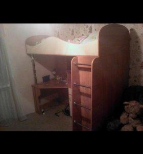 Детская кровать(+стол, шкаф)