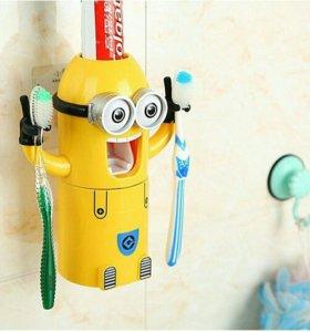 Держатель для зубных щеток Minion Wash Kit