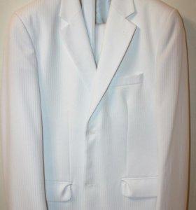 Белый костюм для выпускного