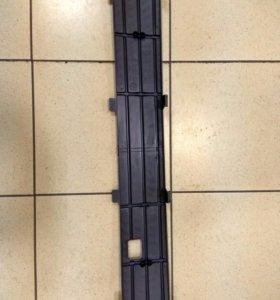 Кожух на решетку радиатора Vw Polo
