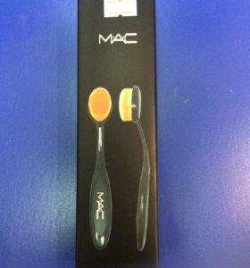 Кисточка MAC для макияжа