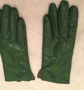 Новые лаковые перчатки