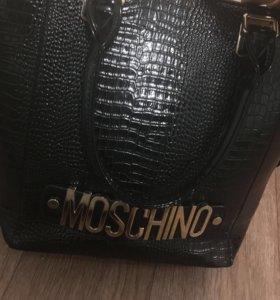 Продам сумку moschino