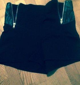 2 пары шорт и юбка