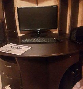 Кампьюторный стол и комиьютор