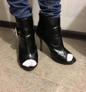 Ботинки с открытым носом