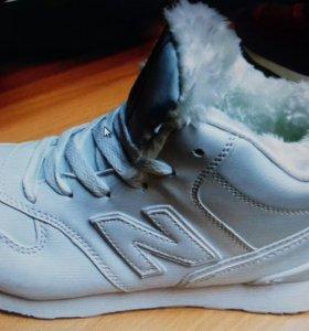 Новые женские теплые кроссовки