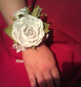 Браслеты для  невесты и её подружек