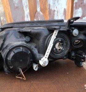 Фары передние оригинальные на Toyota Rav 4