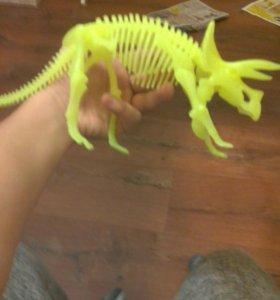 Денозавр светящийся