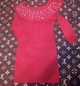 Платье красное с бусинами