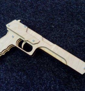 """Пистолет """"Дезертигл"""" деревянный"""