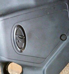 Крышка двигателя Ваз 2114. Резина на мотоцикл