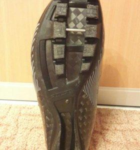 Продаю лыжные ботинки. Тел.89222568231.