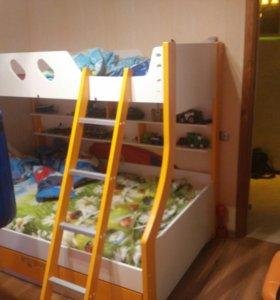 Кровать детская двуярусная.