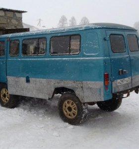 Автомобиль УАЗ 2206
