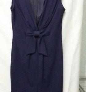 Платье MOSCHINO.