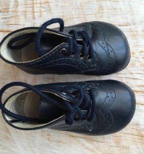 Прекрасные стильные ботиночки на первые шаги.