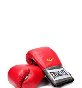 Боксерские перчатки Everlast.