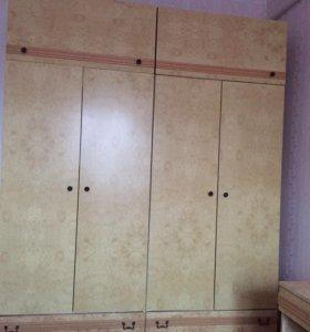 Шкаф и 2 тумбочки