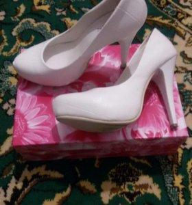 Продаются свадебные туфли в хорошем состоянии