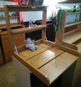 Навесной откидной столик для пеленания малыша.