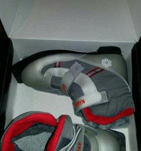 Лыжные ботинки  на липучках р37-38 носили 4 раза!