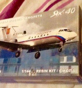 Модель самолета Як-40