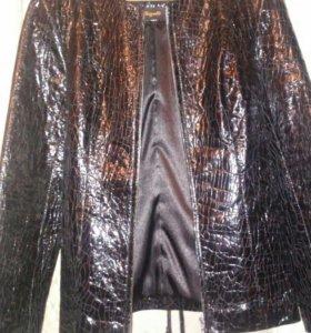 Новая кожаная куртка-пиджак.