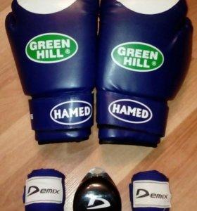 Боксёрские перчатки,бинты