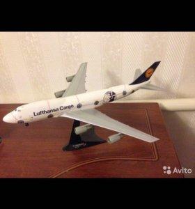 Коллекционная модель самолета Boeing 747
