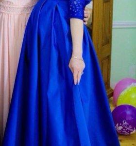 Платье сшила за 6, продам за 4.