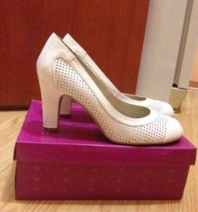 Белые туфли 39-40 размер