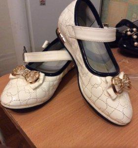 Туфли девочке в отличном состоянии