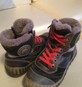 Продам детскую обувь Ecco