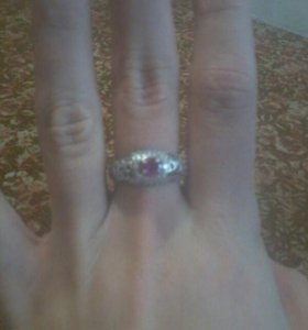 Серебреное кольцо с рубинам
