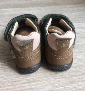 Новые кожаные ботиночки кроссовки primigi 20 рр