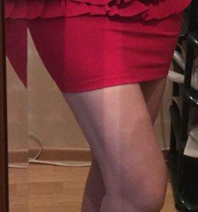 Юбка  красная с рюшами .