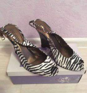 Босоножки новые/туфли
